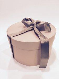 Kartonska Kutija - Okrugla sa ukrasnom vrpcom