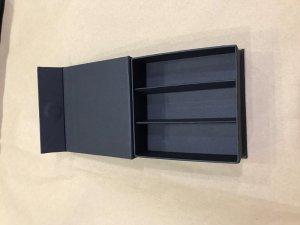 Kartonska Kutija - Zatvaranje na magnet sa štancanim umetkom