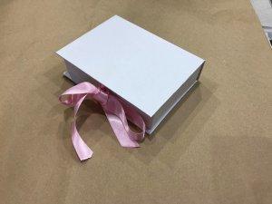 Kutija za poklon sa vrpcom